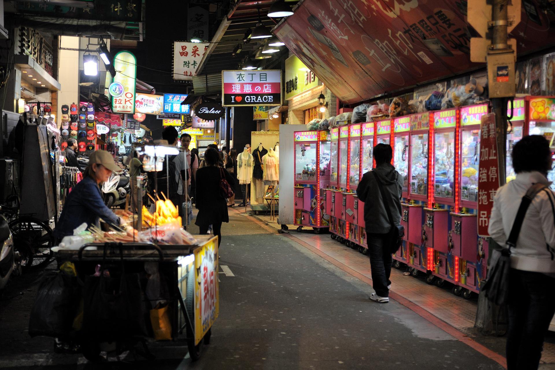 台湾の人に聞いたところ、台湾は昼熱いので、夜に出歩く夜行性の人が多いそ... 萌え系総合センター