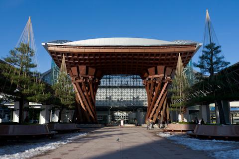 晴れの金沢駅