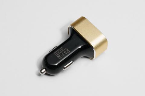 Omaker USB カーチャージャー