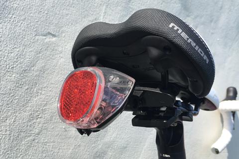 EasyAcc ソーラーテールランプ 防水 自転車ライト